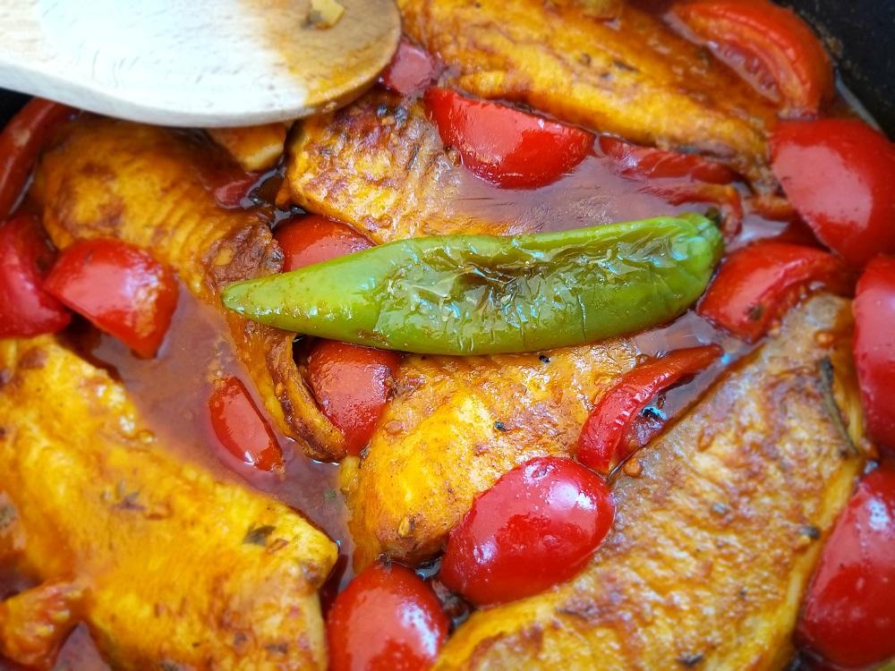דג מרוקאי ברוטב אדום חריימה מתכון